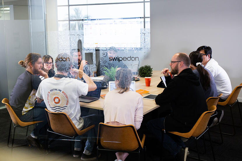 Hot Desking: Connect employees who may inspire each other